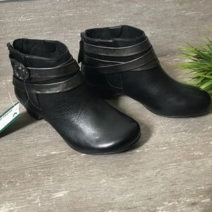 TAOS Leather Ankle Boots Black
